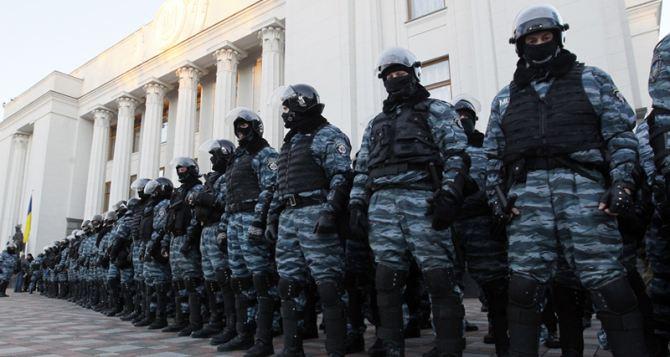 «Беркуту» официально разрешили применять огнестрельное оружие