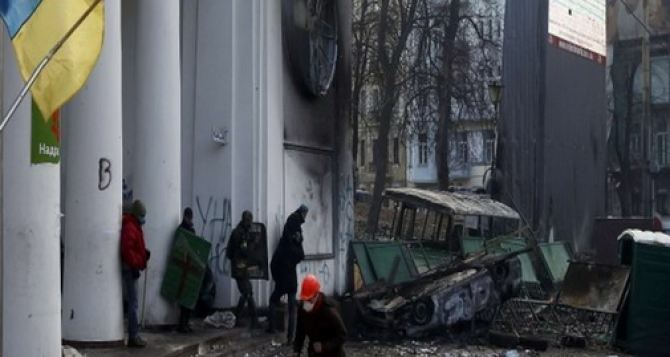 На ул. Грушевского объявили перемирие до 8 часов вечера