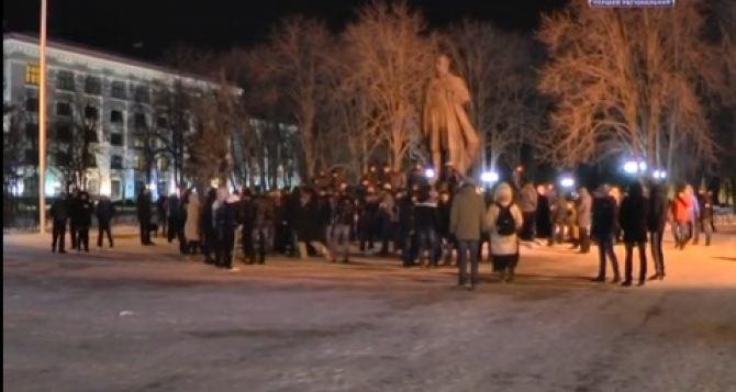 Ночной дозор по-лугански: добровольцы патрулировали центр города (видео)