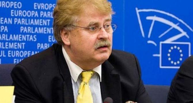 Европарламент угрожает закрытием банковских счетов украинской власти