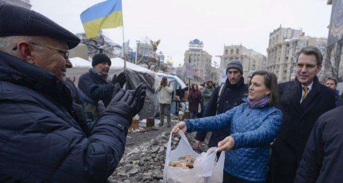 Заместитель госсекретаря США руководит революцией в Украине и материтЕС (видео, фото)