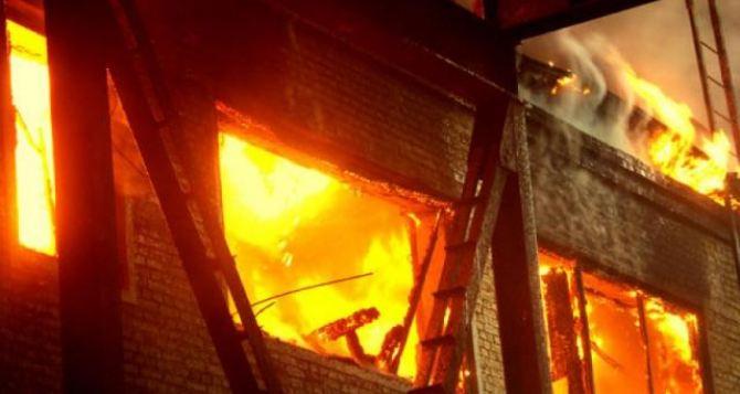 В Луганске произошел пожар в пятиэтажке