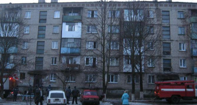 Стали известны подробности пожара в пятиэтажке на Городке в Луганске (фото)