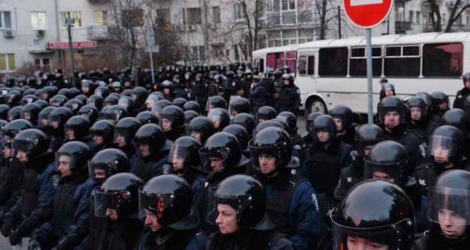 Три бойца внутренних войск пострадали в результате столкновений в Киеве. —Милиция