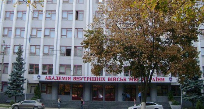 В Харькове блокируют выезд курсантов Академии внутренних войск