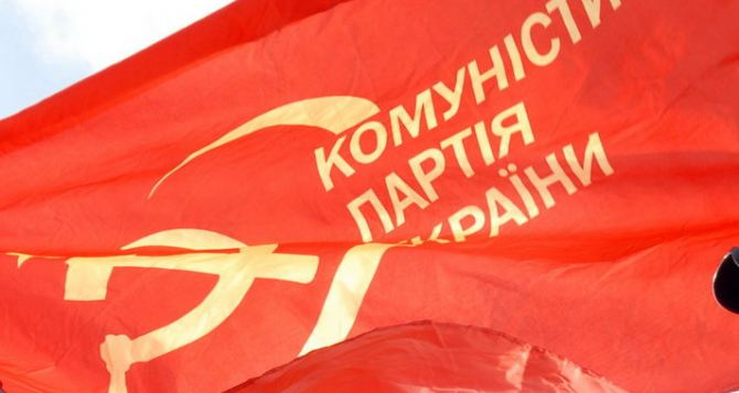 В Виннице разгромили офис Компартии (видео)