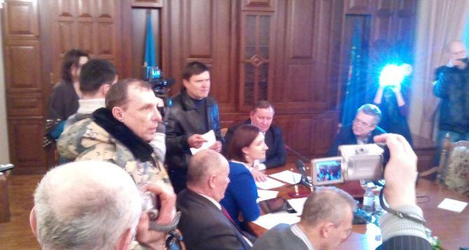 Скандал в Луганской облгосадминистрации (фото)