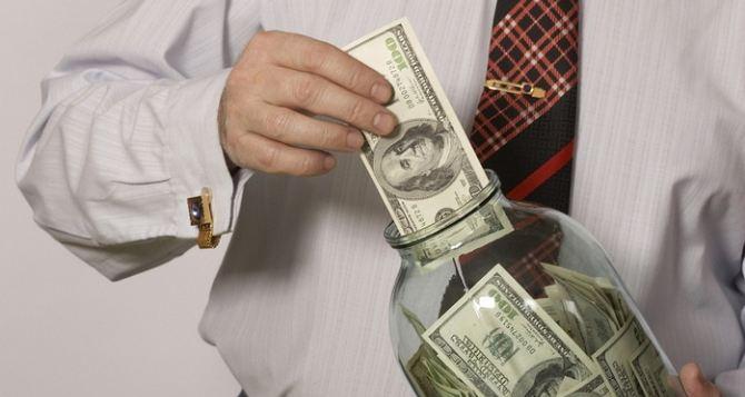 Нацбанк ограничил снятие валютных вкладов