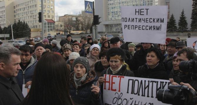 Из-за Арсена Клинчаева в Луганске пикетировали областную прокуратуру (фото, видео)