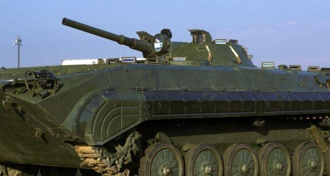 В Луганской области местные жители блокируют разгрузку танков и БМП