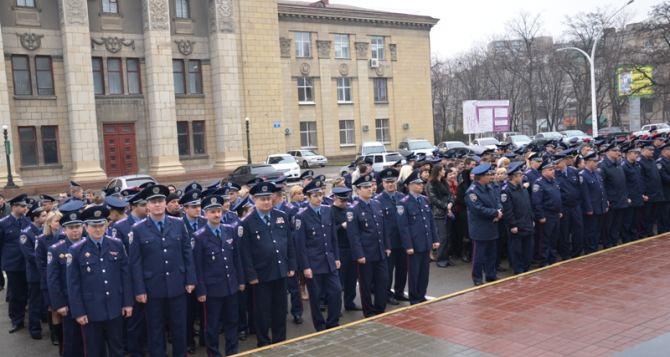 Луганские милиционеры вышли на молчаливую акцию (фото)