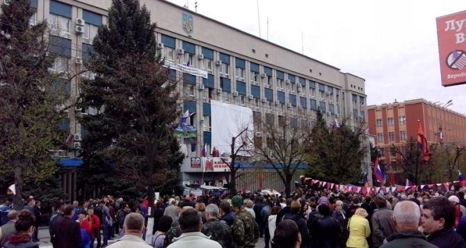 Митингующие возле СБУ примут участие в параде на 9мая (фото)