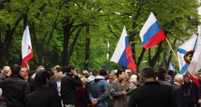 Над Луганской областной администрацией вывесили российский флаг