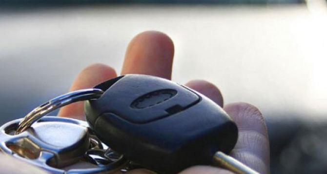 Неизвестные забрали 4 машины из гаража Луганского облсовета. —СМИ
