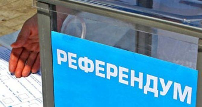Путин призывает отложить референдумы на востоке Украины