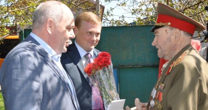 Ветераны Краснодона получили ценные подарки от «Краснодонугля»