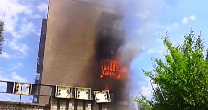 На Луганщине горела девятиэтажка (фото, видео)