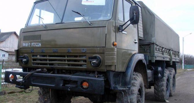 Вооруженные люди угнали КамАЗ из автошколы в Алчевске