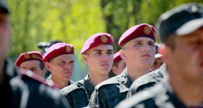 Военные напугали членов избирательной комиссии на Луганщине