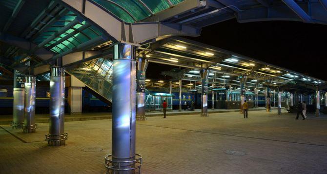 На киевском ж/д вокзале пассажиров агитируют совершать теракты на территории рф