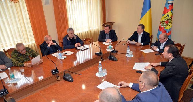 Призываем обе стороны убрать оружие. —Руководство Луганского облсовета