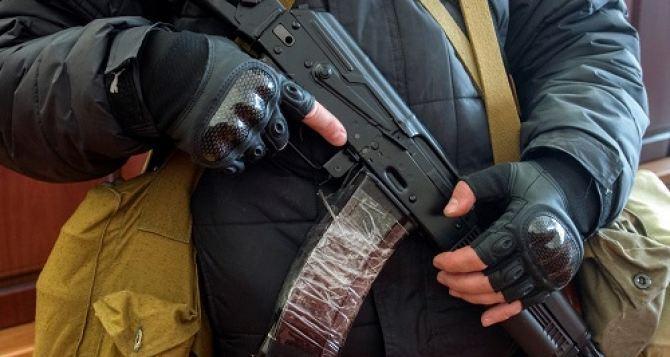 В Алчевске вооруженные люди захватили здание СБУ