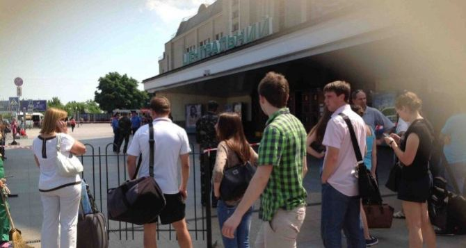 В Киеве заминировали железнодорожный вокзал? (фото)
