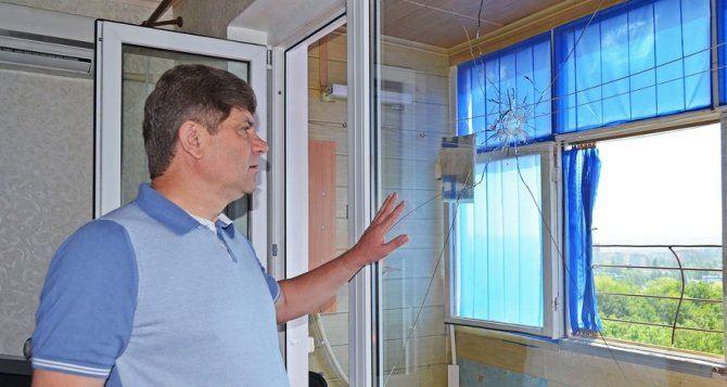 Сергей Кравченко пообещал помочь горожанам восстановить квартиры, пострадавшие в результате перестрелки возле луганского погранотряда (фото)