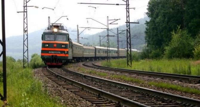Из Луганска и Донецка снова можно уехать в Крым на поезде