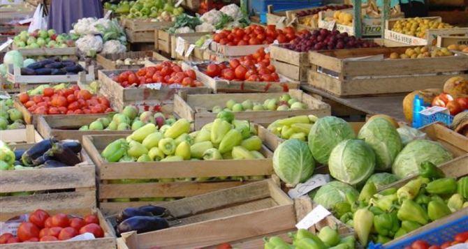 На луганских рынках стало меньше овощей и фруктов