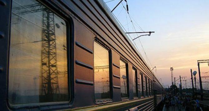 Из-за подрывов ж/д полотна на Донбассе задерживаются 26 поездов