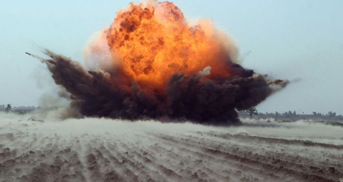 На Луганщине взорвали 50-килограммовую бомбу (видео)