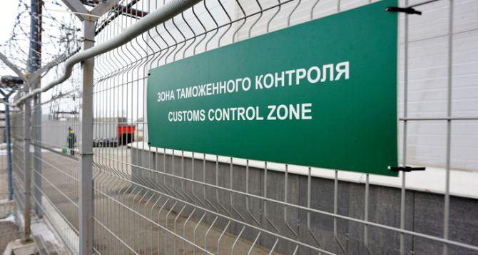 Российских таможенников эвакуируют из-за стрельбы возле «Изварино» в Луганской области