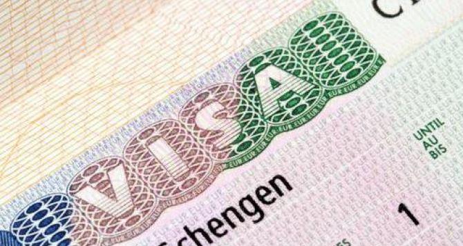 Европарламент призвал немедленно упростить и удешевить процедуры выдачи виз для украинцев
