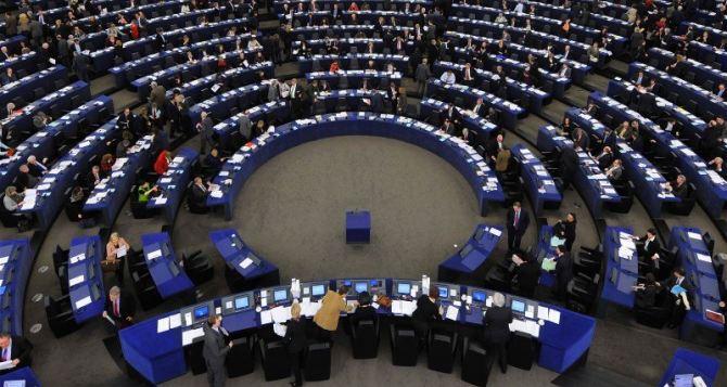 Европарламент призвал страныЕС запретить продажу оружия России