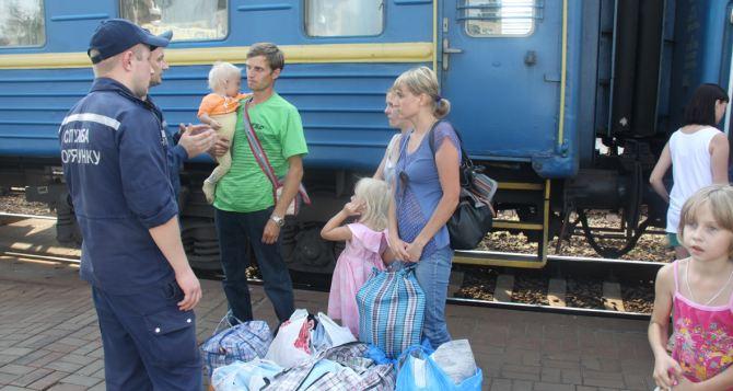Винницкие спасатели встретили переселенцев из Луганска