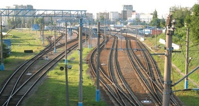 Из-за боевых действий изменен режим работы железнодорожного вокзала в Донецке