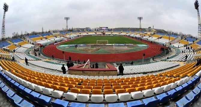 В Луганске засохла трава на газоне стадиона «Авангард» (фото)