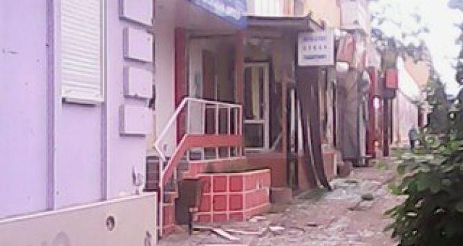 Столько разрушений, люди часами стоят в очередях за водой и хлебом. — Рассказ о поездке в Луганск +