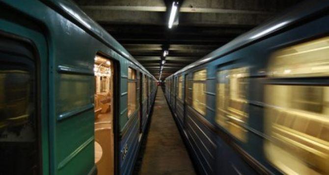 Переселенцы из Луганской области бросились под поезд киевского метро
