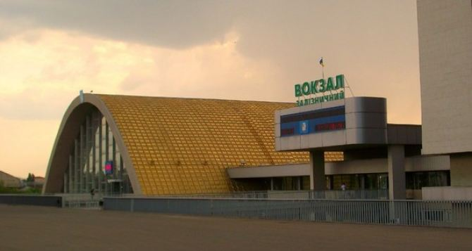 Луганчане вывозят из города бытовую технику и одежду