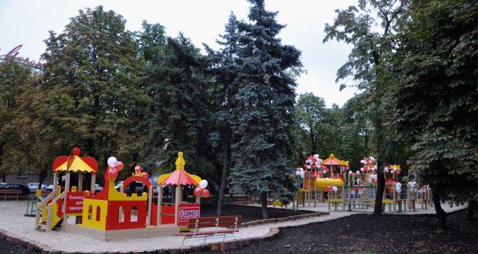 В Луганск массово возвращаются семьи с детьми
