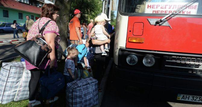 Заявления об обстрелах на Луганщине, которых не было, подталкивают людей снова браться за чемоданы и обогащают нелегальных перевозчиков. —Активисты