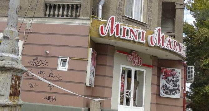 Везде воронки и здания, в которые попал снаряд, а если не снаряд, так пуля. —Рассказ о поездке в Луганск (фото)
