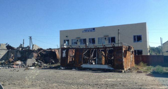 Некоторые здания разрушены, во многих домах нет стекол, но это тот самый, родной город. —Рассказ о поездке в Луганск и Станицу (фото)