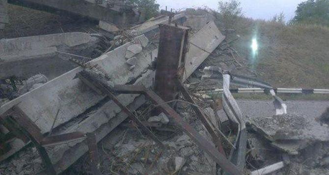 На объездной дороге Донецка обрушилась эстакада (фото)