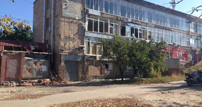 Свежие фото из Луганска: в город приходит осень