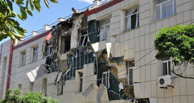 В Луганске восстанавливают школы, пострадавшие от обстрелов