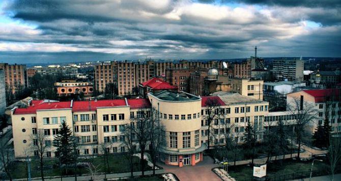 Преподавателей ЛНУ, которые остались работать в Луганске, лишат ученых званий