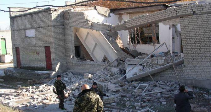 Школа в Тошковке Луганской области после обстрела +